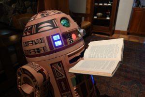 HopiR2 reading a story