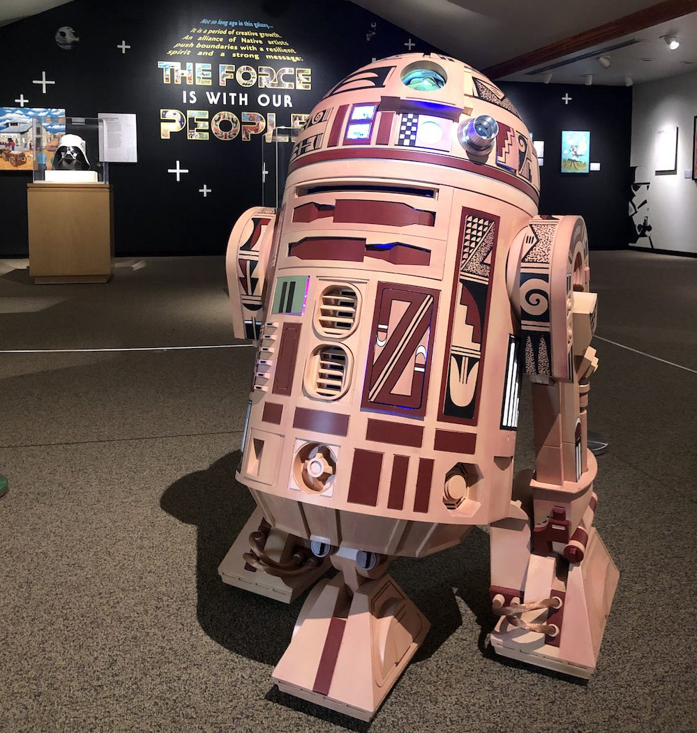 http://Full-size%20R2-D2%20droid%20painted%20with%20Hopi%20pottery%20designs
